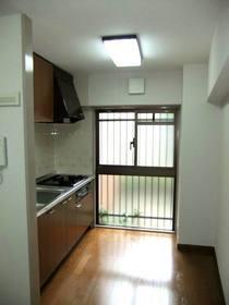 キッチンスペース(窓あり)