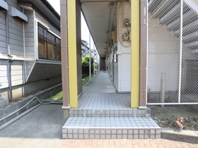 https://image.rentersnet.jp/ea0cf713-8c8e-4bc2-82ce-c8dc268cf497_property_picture_955_large.jpg_cap_エントランス