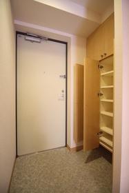 https://image.rentersnet.jp/ea106f10-6236-4912-b747-ad4d7cc1d907_property_picture_1992_large.jpg_cap_玄関