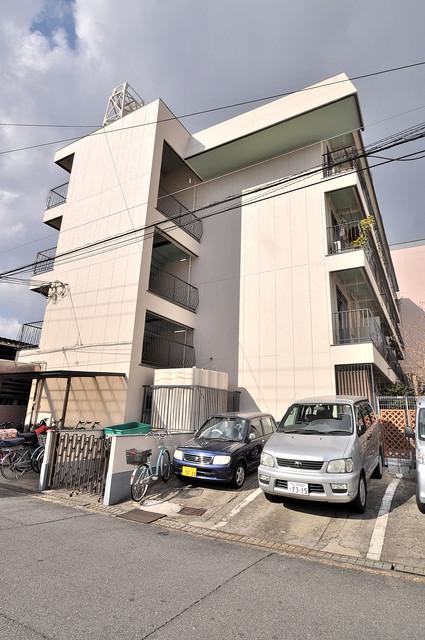 グリーンハイツ竜田 存在感があって、とてもオシャレな外観のマンションです。