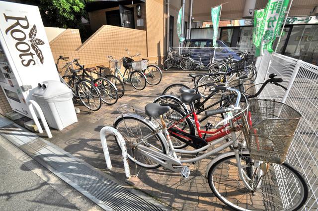 サンパレス布施 広い駐輪スペースは、置き場を探すこともなくなりますね。