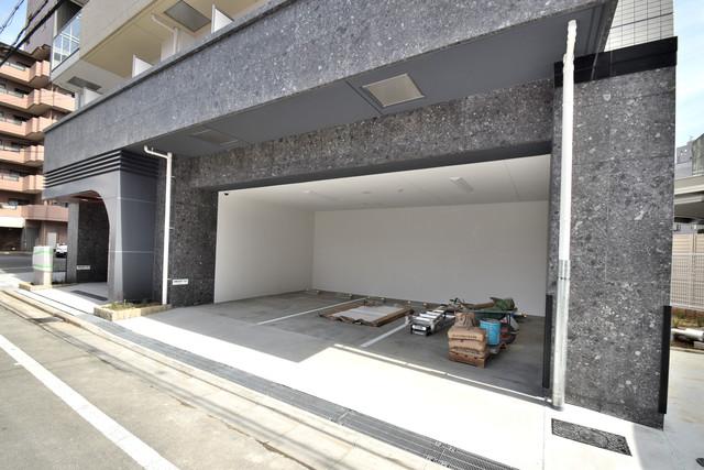 スプランディッド荒本駅前 屋根付き駐車場は大切な愛車を雨風から守ってくれます。