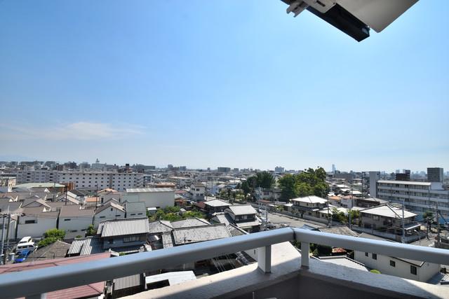 ブルーメンハウス この見晴らしが陽当たりのイイお部屋を作ってます。