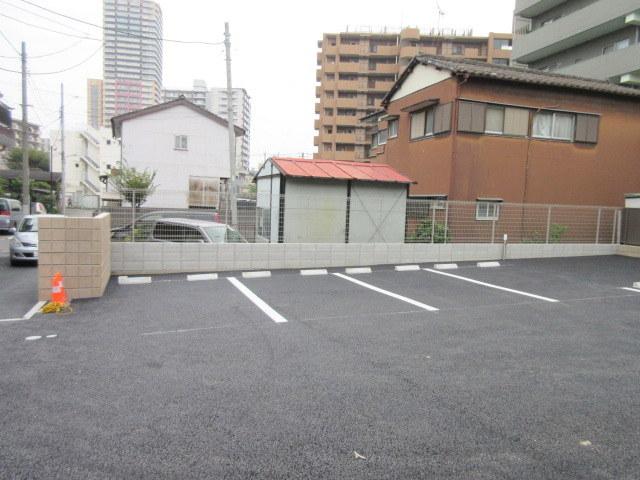ヴァンベール・ガーデン(ペット共生)駐車場