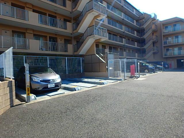 アンビシャスパーク南大沢駐車場