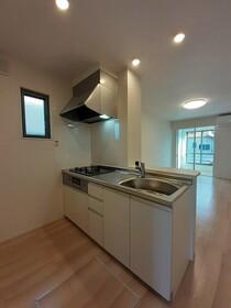 https://image.rentersnet.jp/eaba817c-ea83-43a5-9019-2f31d85e05b6_property_picture_3515_large.jpg_cap_キッチン