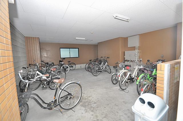 エムロード玉造 屋内にある駐輪場は大切な自転車を雨から守ってくれます。