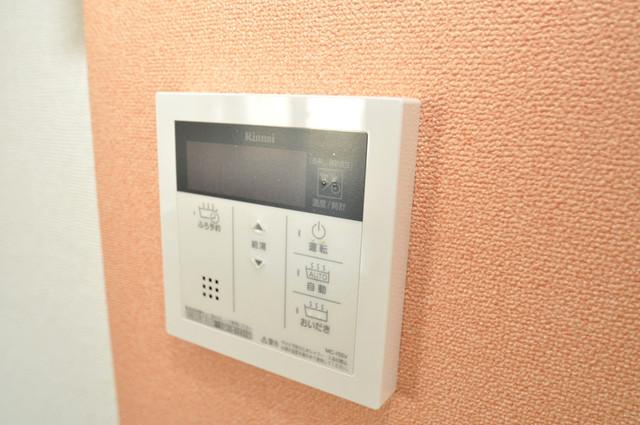 ラヴィエベル 給湯リモコン付。温度調整は指1本、いつでもお好みの温度です。