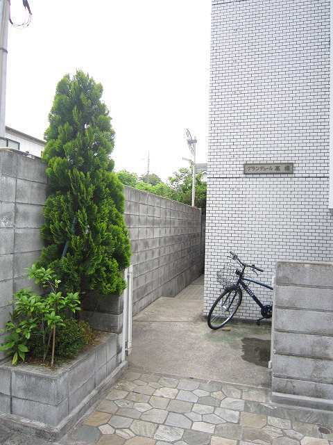鶴見駅 バス14分「馬場4丁目」徒歩2分エントランス