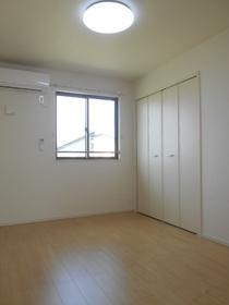 https://image.rentersnet.jp/eb03c8f1-c90e-4d9e-aba8-7614941cbb2e_property_picture_3521_large.jpg_cap_居室