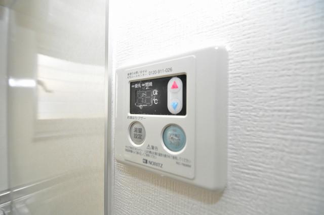 エストレヤ荒川 給湯リモコン付。温度調整は指1本、いつでもお好みの温度です.