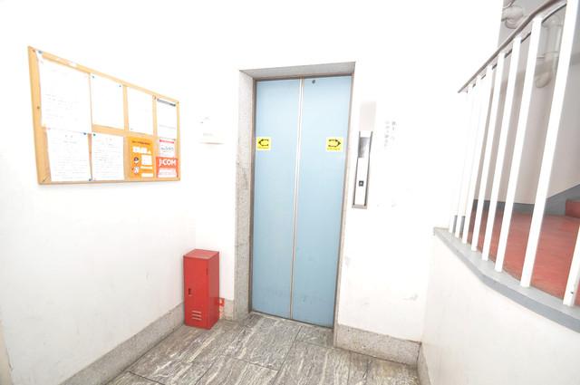 サンライフ小阪 嬉しい事にエレベーターがあります。重い荷物を持っていても安心