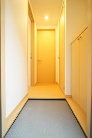 https://image.rentersnet.jp/eb3a863a-61c8-4972-9afb-3286cb2995d1_property_picture_3276_large.jpg_cap_玄関