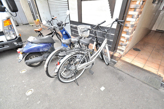 KHビル 敷地内には専用の駐輪スペースもあります。