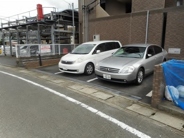 ディペンドマーク駐車場