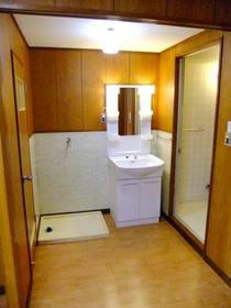 洗面化粧台と洗濯機置場(防水パン)