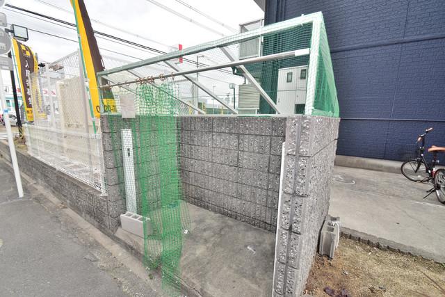 シティーコア高井田Ⅱ 敷地内に有り、時間を気にせず出せるごみ置き場。