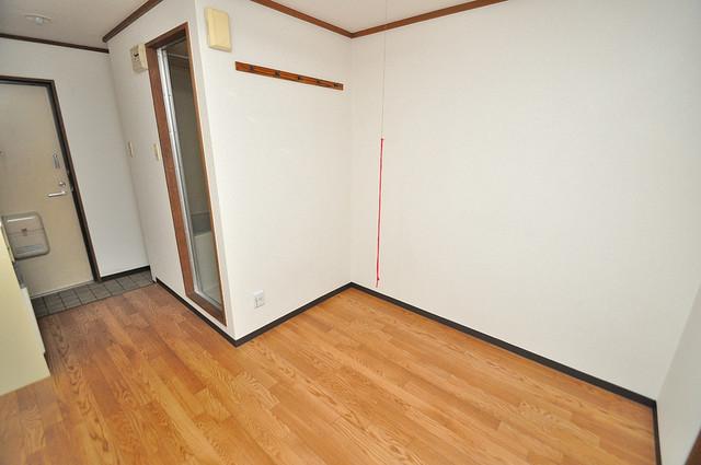 コーポフェルメール 白を基調としたリビングはお部屋の中がとても明るいですよ。