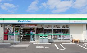 https://image.rentersnet.jp/ec1fb411-c483-4a2f-8a9d-8dc993c13c6f_property_picture_3186_large.jpg_cap_ファミリーマート長岡弓町店