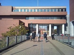 近畿大学中央図書館