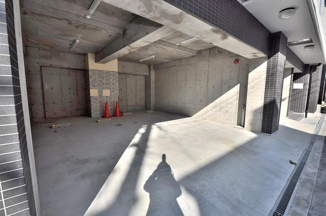 CLASSY舎利寺 敷地内にある駐車場。愛車が目の届く所に置けると安心ですよね。