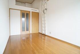 https://image.rentersnet.jp/ec9ee77d-c576-4a03-adb8-11fec57ccfbf_property_picture_956_large.jpg_cap_居室