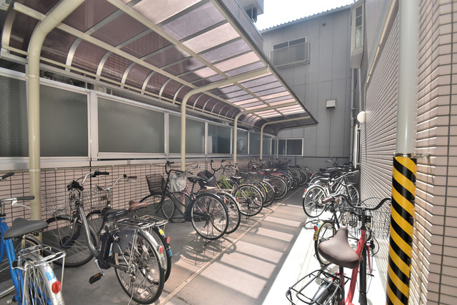 アベニューリップル長田Ⅱ あなたの大事な自転車も安心してとめることができますね。