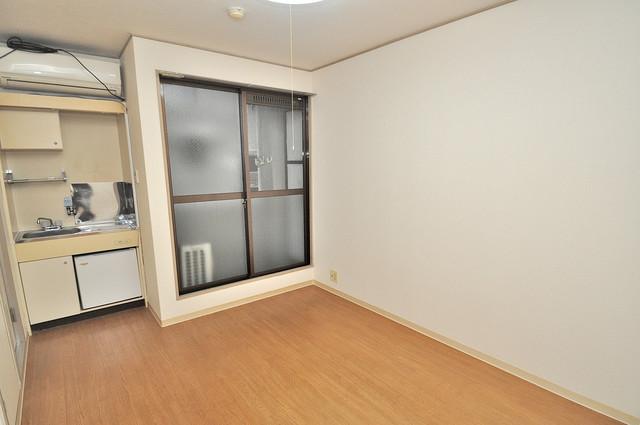 ファースト田島 明るいお部屋は風通しも良く、心地よい気分になります。