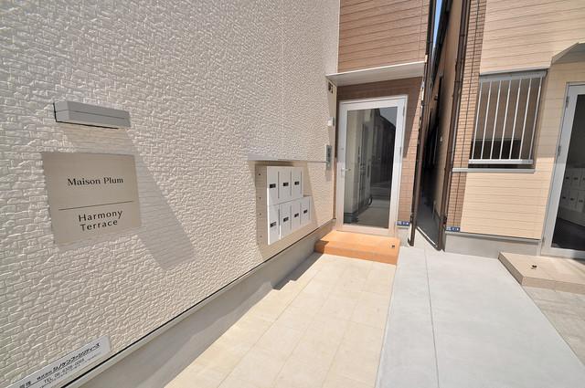 ハーモニーテラス西堤楠町 オシャレなエントランスは安心のオートロック完備です。