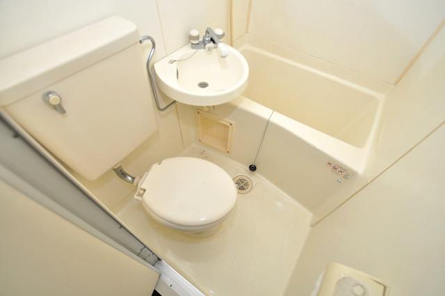 アリーヴェデルチ小阪 清潔感たっぷりのトイレです。入るとホッとする、そんな空間。
