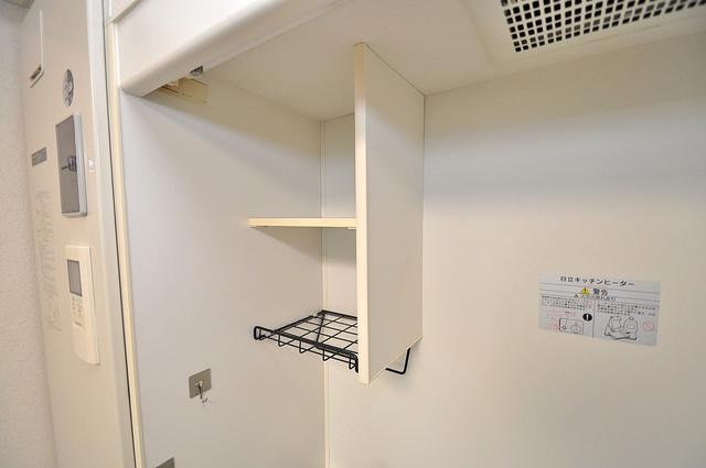 ボーリバージュ キッチン棚も付いていて食器収納も困りませんね。