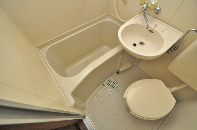 コーポフェルメール コンパクトだけど機能性バッチリ。シンプルライフに十分のお風呂。