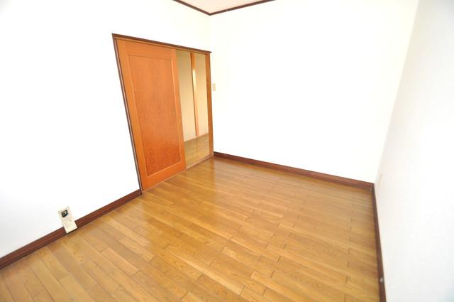 アドバンス渋川 ペントハウス 白を基調とした内装でおしゃれで、落ち着ける空間です。