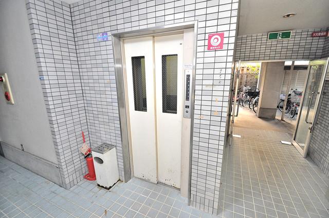 ツインコンフォートハイツ岩崎 嬉しい事にエレベーターがあります。重い荷物を持っていても安心