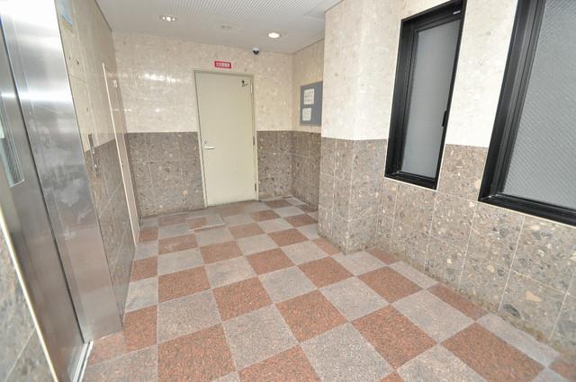 メルシー2000 エレベーターホールもオシャレで、綺麗に片づけられています。