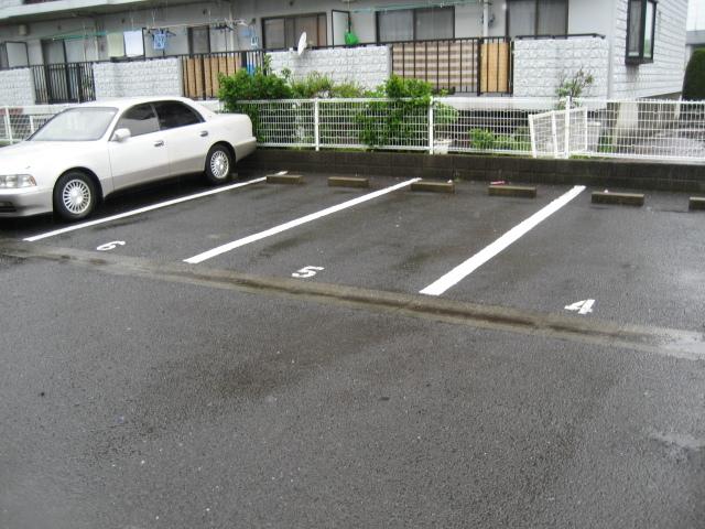 サニーホームズA駐車場