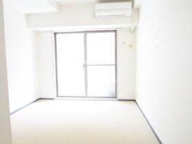 絨毯張りの床で音も伝わりにくいお部屋です
