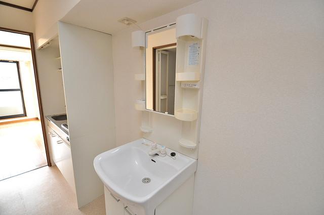 エムズコンフォート 広い洗面所はご家族の多い、忙しい朝にも十分対応してくれます。