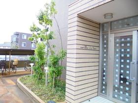 https://image.rentersnet.jp/eea7d3b5-7b78-4030-b925-d23e7b045864_property_picture_959_large.jpg_cap_エントランス