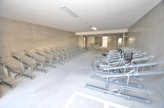 Luxe布施北Ⅱ 屋内にある駐輪場は大切な自転車を雨から守ってくれます。