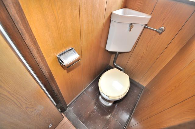 小阪ビル 清潔感のある爽やかなトイレ。誰もがリラックスできる空間です。