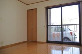 https://image.rentersnet.jp/eecccf9c-e697-4ff0-8cdc-bb9b74518be3_property_picture_2419_large.jpg_cap_居室