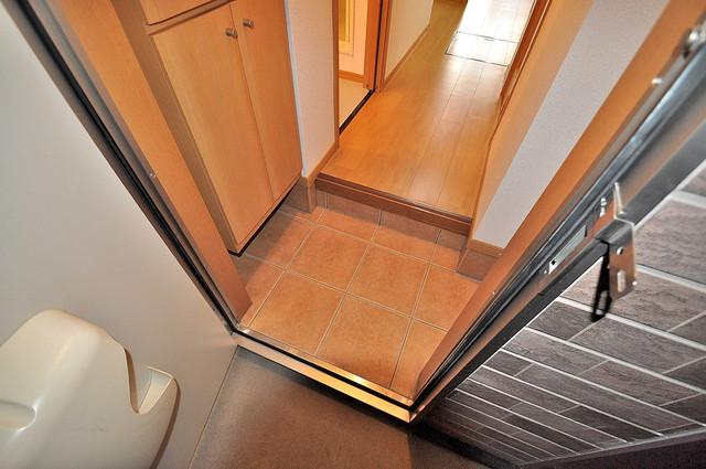 コンフォート・R 玄関を開けると解放感のある空間がひろがりますよ。