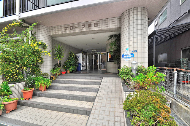 フローラ長田 高級感がある広いエントランスがあなたを出迎えてくれます。