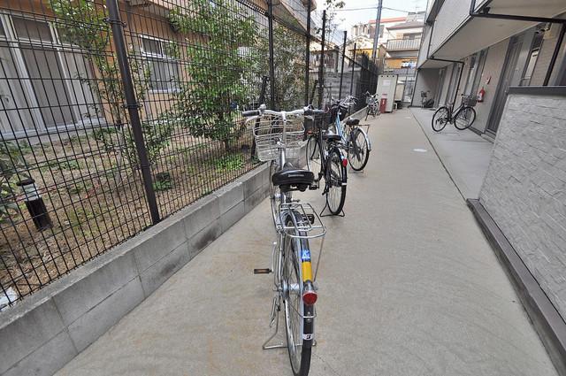 レオパレスMITOⅡ 駐輪場が敷地内にあります。愛車を安心して置いておけますね。