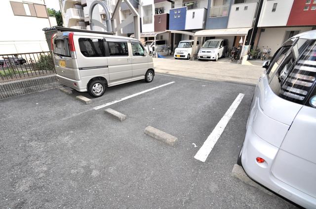 シティハイム南巽 敷地内には駐車場があり安心ですね。
