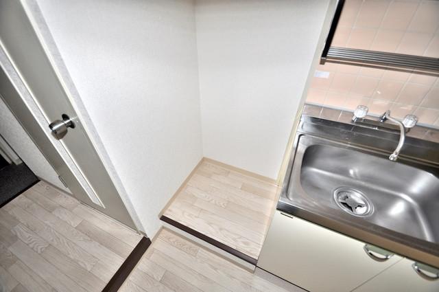 サンポートハイム大今里 冷蔵庫置き場も確保。キッチンのすぐ横だから使いやすい。