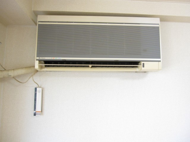 設備のエアコンです