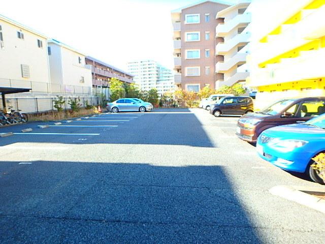 マンションホワイトホース駐車場