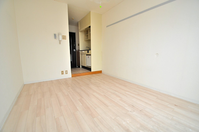 センチュリーシティⅡ 明るいお部屋は風通しも良く、心地よい気分になります。